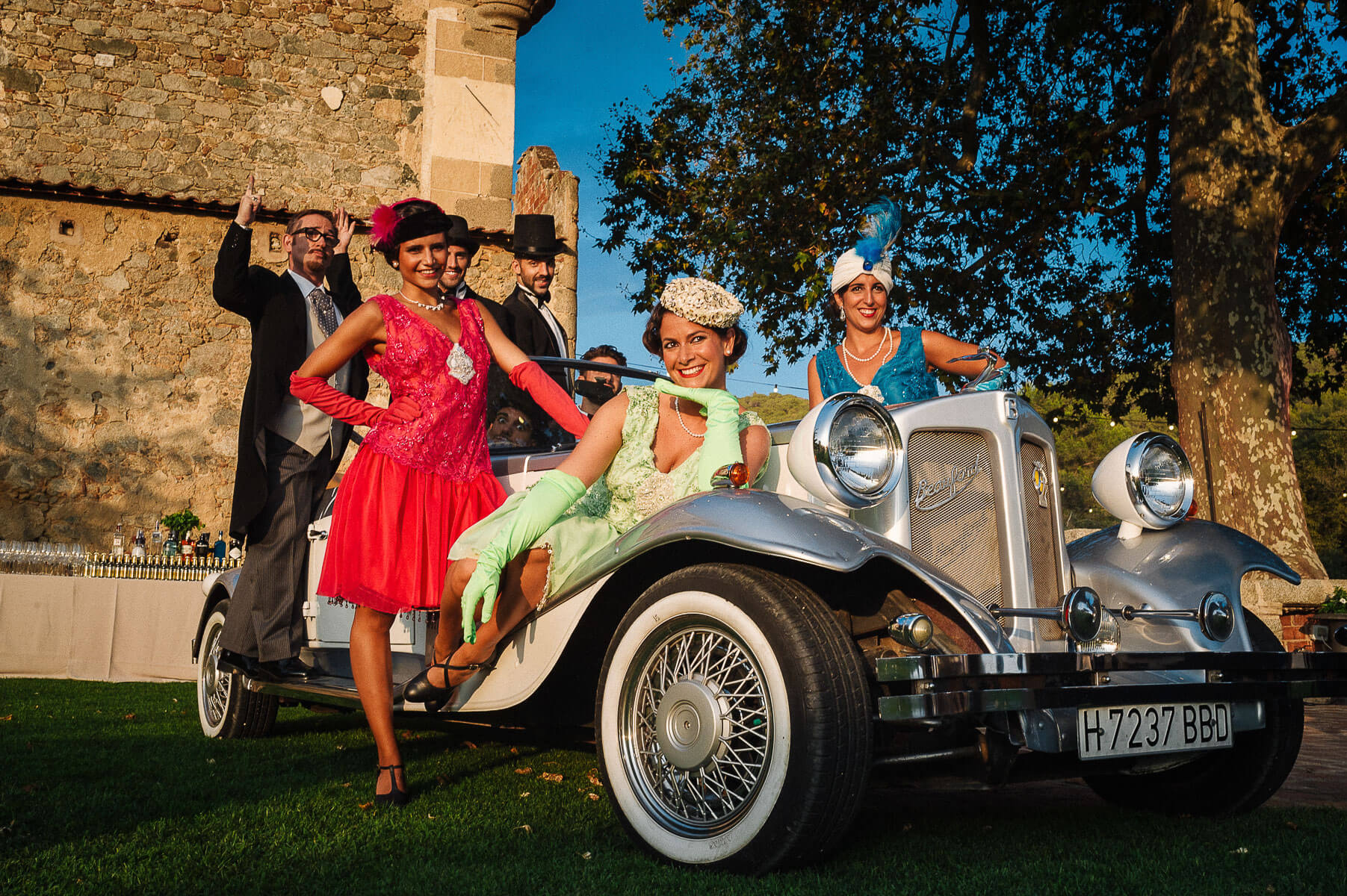 Boda Cris & Juanca coche clásico | Manel Tamayo, Wedding photographer