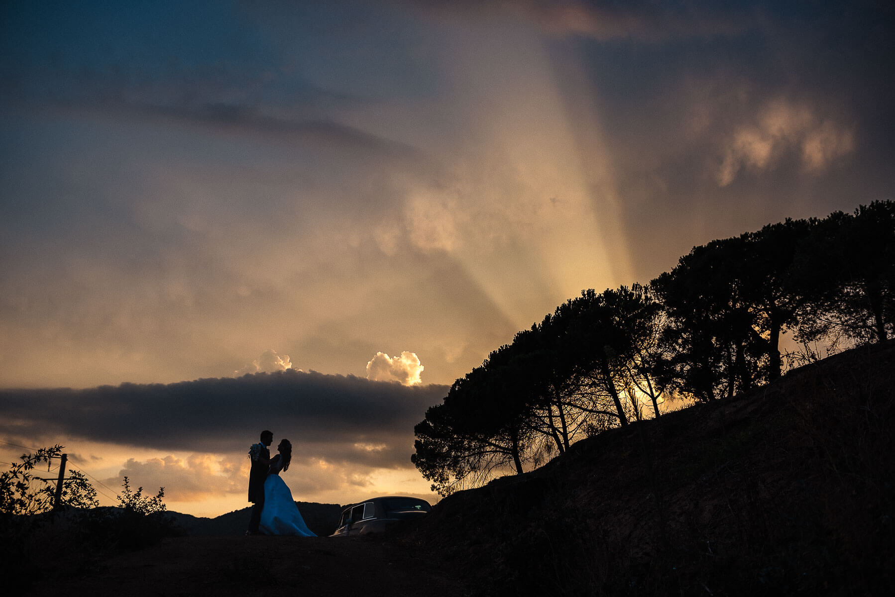 Boda Cris & Juanca foto novios paisaje | Manel Tamayo, Wedding photographer