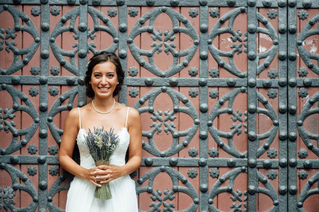 Boda Hyula & Evren novia ramo portal | Manel Tamayo wedding photographer