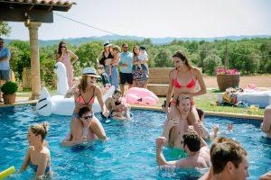 Boda Nuria & David fiesta piscina | Manel Tamayo wedding photographer