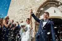 Boda Caroline & Tavish casados foto salida iglesia - Manel Tamayo Wedding Photographer
