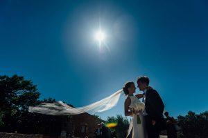 Boda Caroline & Tavish novios velo - Coche nupcial - Manel Tamayo Wedding Photographer